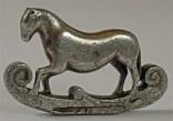 metal-briquet-cheval-1